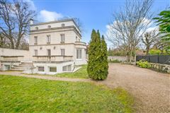 Mansions elegant rental in sought-after Malmaison Park