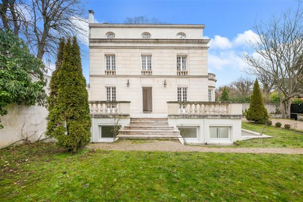 Luxury homes elegant rental in sought-after Malmaison Park