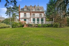 Mansions in beautiful period property for rent
