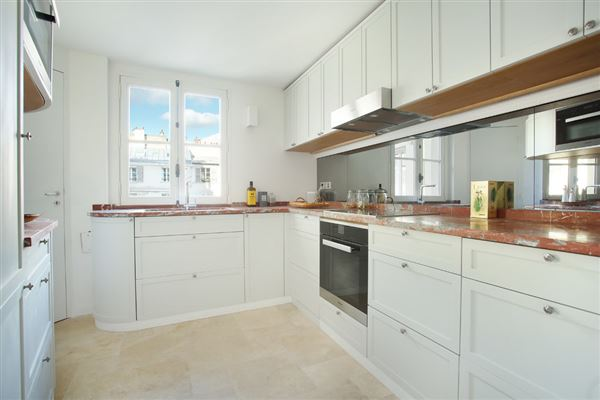 Luxury properties A beautiful apartment with great views