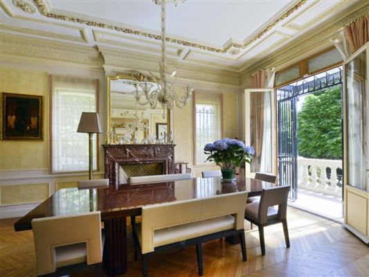 Luxury homes Exceptional townhouse in perfect condition