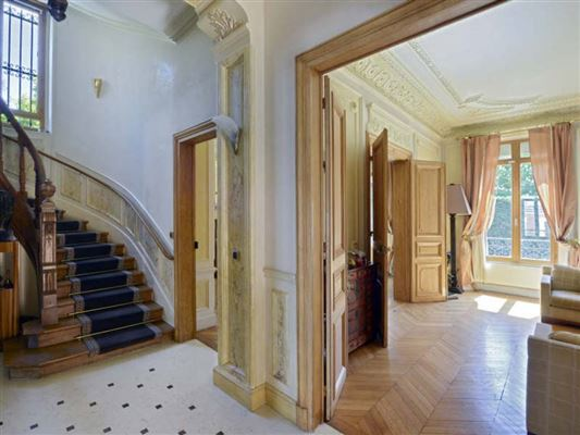 Luxury real estate Exceptional townhouse in perfect condition