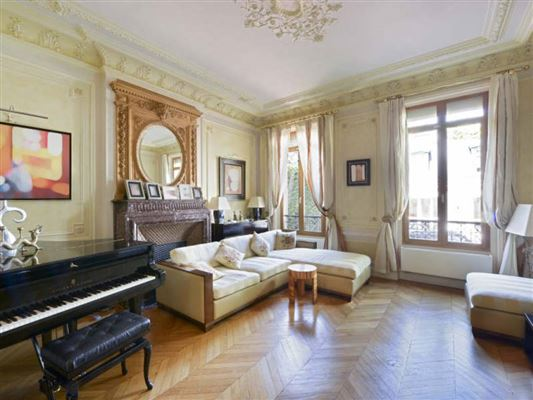 Luxury properties Exceptional townhouse in perfect condition