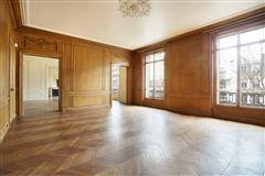 Mansions beautiful apartment in prestigious building