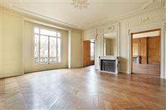 Luxury homes in beautiful apartment in prestigious building