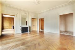Mansions in beautiful apartment in prestigious building