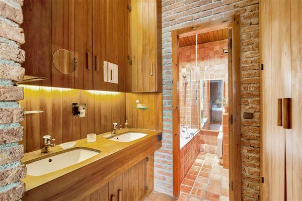 property in Saint Cloud Montretout neighbourhood luxury real estate