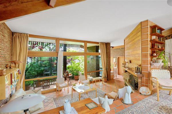Luxury properties property in Saint Cloud Montretout neighbourhood