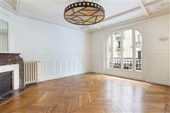 first floor rental in a corner building mansions