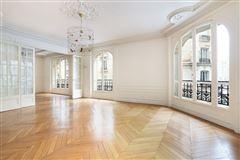 Luxury homes in first floor rental in a corner building
