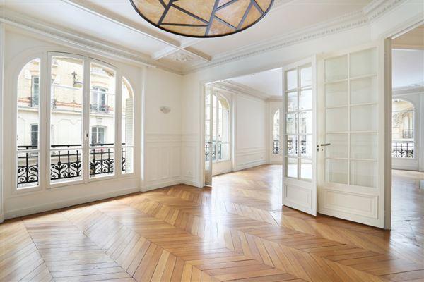 Luxury real estate first floor rental in a corner building