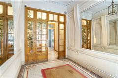 Luxury homes first floor rental in a corner building
