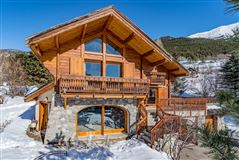 Mansions superb chalet in a peaceful residential area