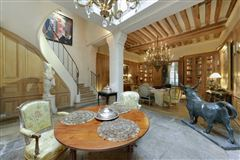 An exceptional property in a prime location in the capital mansions