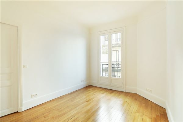 Luxury properties bright and refined apartment enjoys grand views
