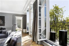 Mansions in one of the most beautiful addresses in Paris