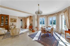 Mansions in beautifully appointed elegant estate