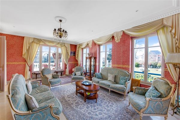 Luxury real estate beautifully appointed elegant estate