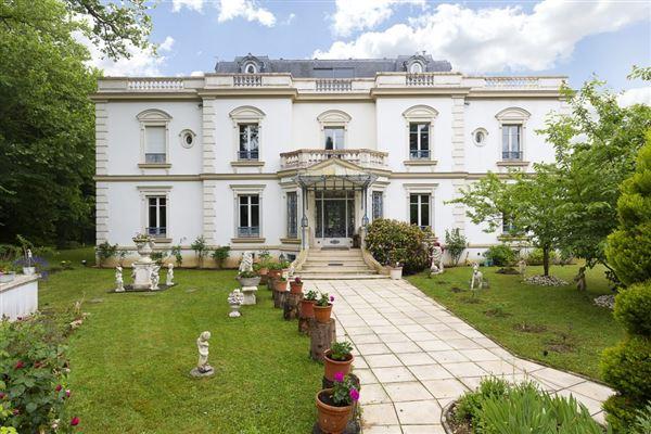 Luxury properties beautifully appointed elegant estate