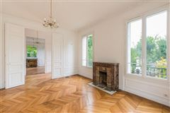 Mansions in superb period property in meudon