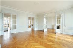 fifth floor apartment in Neuilly-Sur-Seine mansions