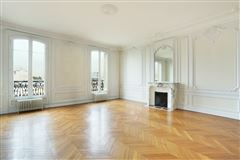 Luxury homes in fifth floor apartment in Neuilly-Sur-Seine