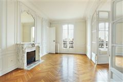 Mansions in fifth floor apartment in Neuilly-Sur-Seine