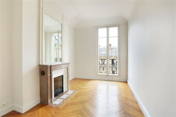 Luxury real estate fifth floor apartment in Neuilly-Sur-Seine