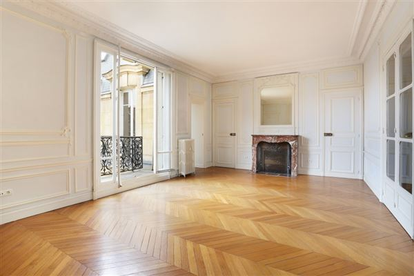 fifth floor apartment in Neuilly-Sur-Seine luxury real estate