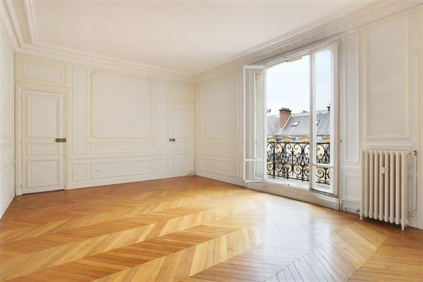 Luxury properties fifth floor apartment in Neuilly-Sur-Seine