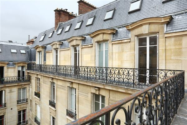 fifth floor apartment in Neuilly-Sur-Seine luxury properties