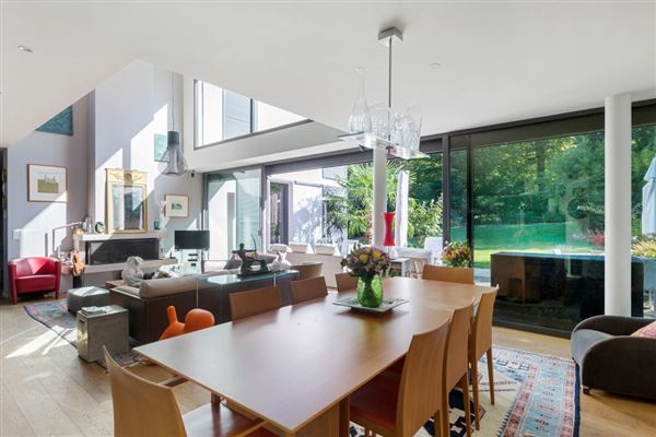 Luxury homes Large and bright contemporary house in versaille