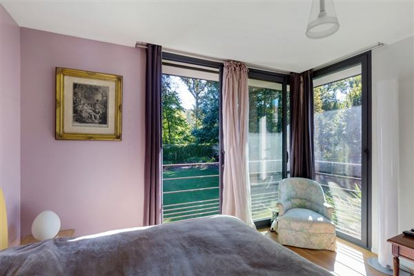Luxury properties Large and bright contemporary house in versaille