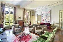 Mansions calm apartment in paris 3rd