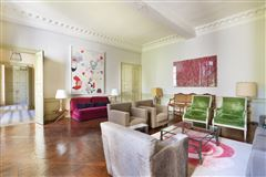Luxury homes in calm apartment in paris 3rd