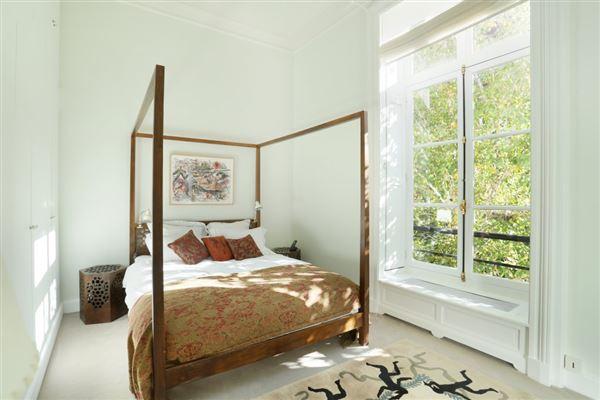 Luxury real estate calm apartment in paris 3rd