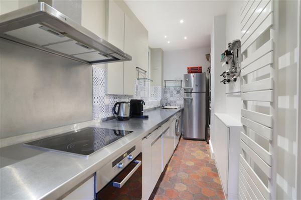 Luxury properties calm apartment in paris 3rd