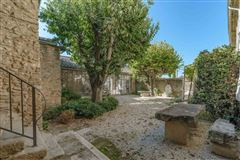 Luxury homes in former vineyard estate in Cabrières-D avignon