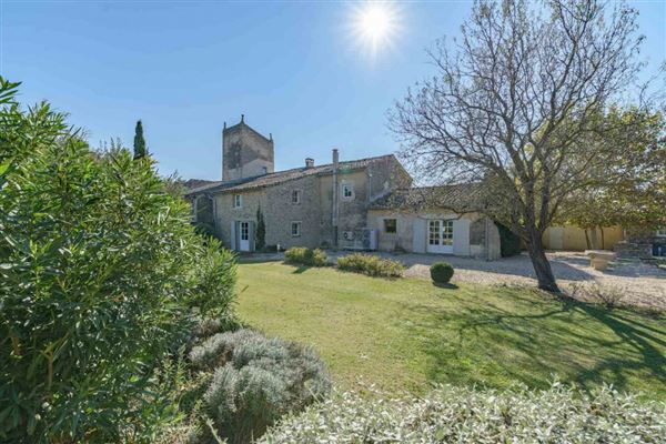 Luxury properties former vineyard estate in Cabrières-D avignon