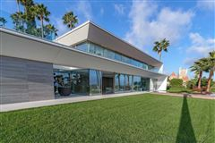 Luxury homes in gorgeous modern property