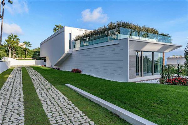 Luxury properties gorgeous modern property
