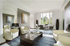 first floor rental apartment in Chateau de Madrid luxury properties