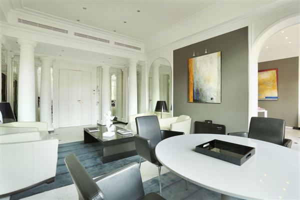 first floor rental apartment in Chateau de Madrid luxury real estate