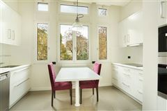 first floor rental apartment in Chateau de Madrid luxury homes