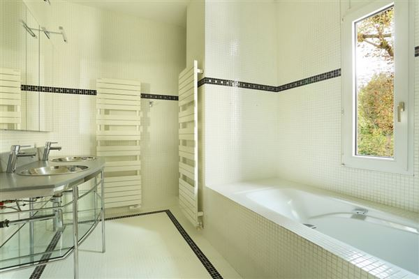 Luxury homes first floor rental apartment in Chateau de Madrid