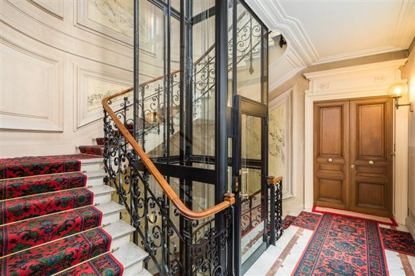a sumptuous Haussmanian building in paris 16th luxury real estate