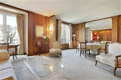 third floor rental in a charming building mansions