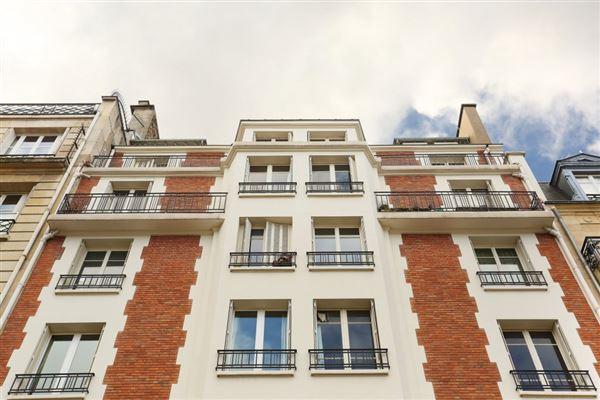 Luxury properties third floor rental in a charming building