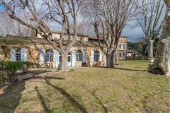 Mansions in elegant 18th century property of 28 hectares