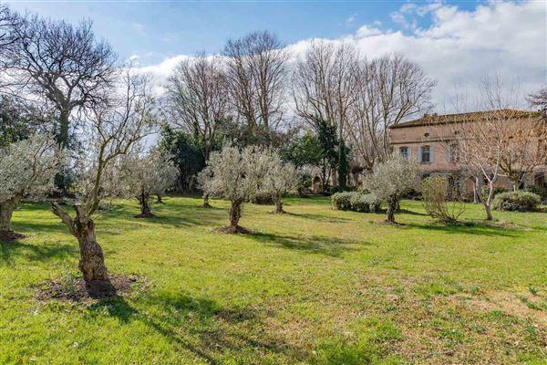 Luxury real estate elegant 18th century property of 28 hectares